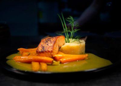 Cœur de saumon, Carottes à l'orange, pommes purée.