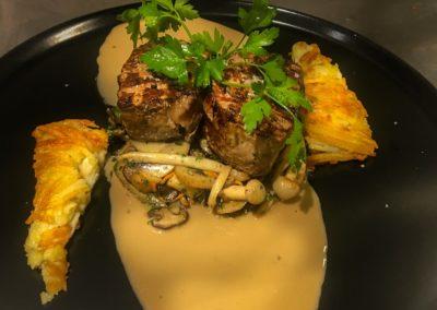 * Filet pur de veau aux champignons exotiques.